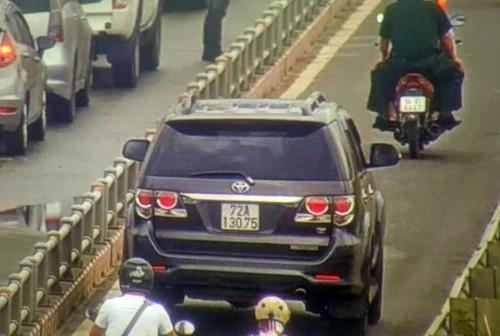 Ôtô tràn vào làn xe máy trên đường dẫn cao tốc TP HCM - Long Thành - Dầu Giây Ảnh 1
