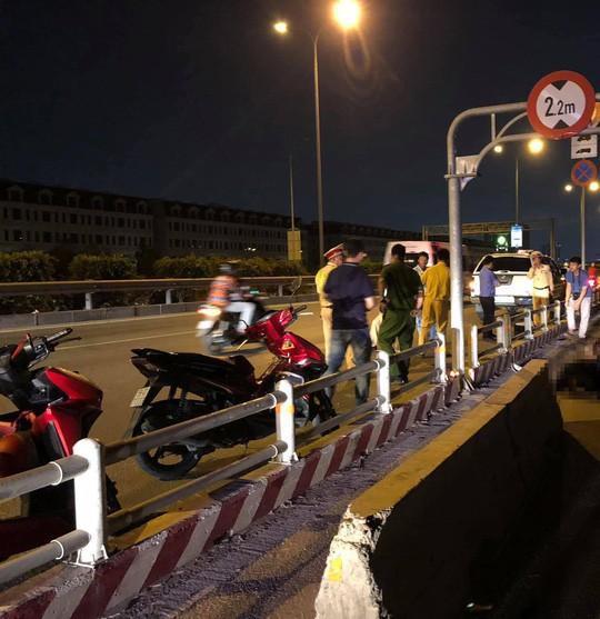 Ôtô tràn vào làn xe máy trên đường dẫn cao tốc TP HCM - Long Thành - Dầu Giây Ảnh 2