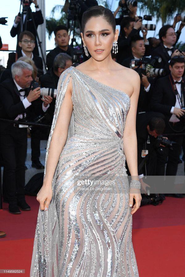 Thảm đỏ 'LHP Cannes 2019' ngày 3: Chompoo Araya đơn giản mà vẫn kiêu sa, Lý Vũ Xuân bất ngờ hóa quý cô sang trọng Ảnh 1
