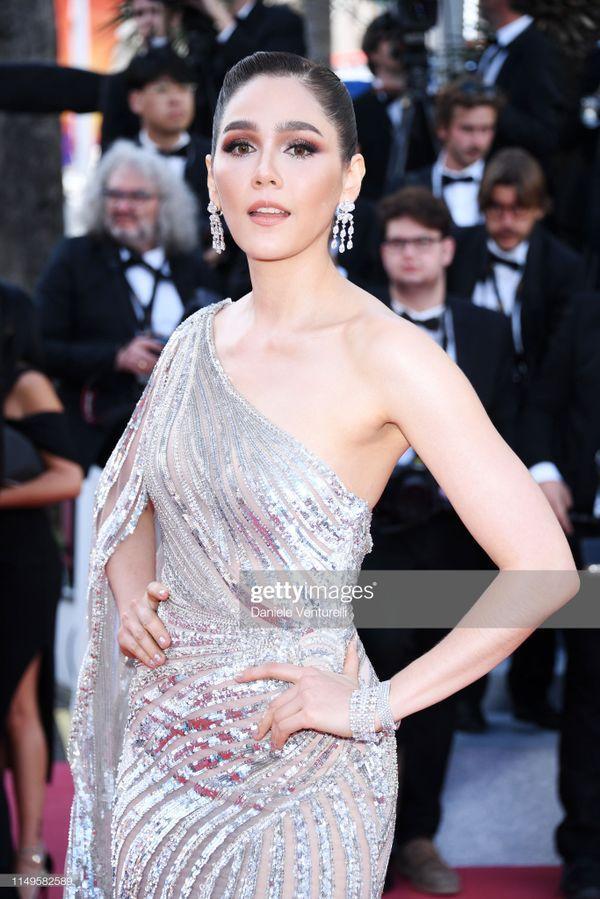 Thảm đỏ 'LHP Cannes 2019' ngày 3: Chompoo Araya đơn giản mà vẫn kiêu sa, Lý Vũ Xuân bất ngờ hóa quý cô sang trọng Ảnh 2