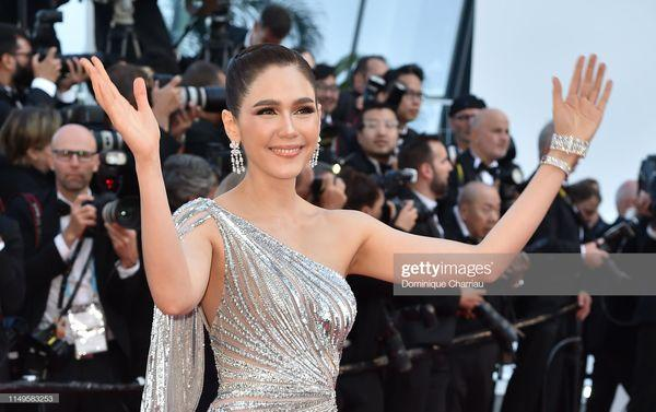 Thảm đỏ 'LHP Cannes 2019' ngày 3: Chompoo Araya đơn giản mà vẫn kiêu sa, Lý Vũ Xuân bất ngờ hóa quý cô sang trọng Ảnh 4