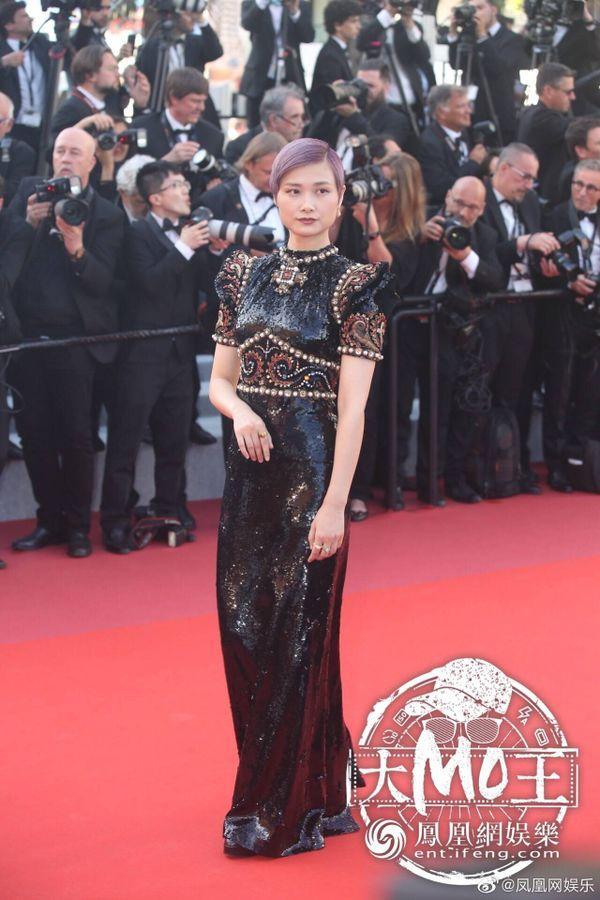 Thảm đỏ 'LHP Cannes 2019' ngày 3: Chompoo Araya đơn giản mà vẫn kiêu sa, Lý Vũ Xuân bất ngờ hóa quý cô sang trọng Ảnh 11