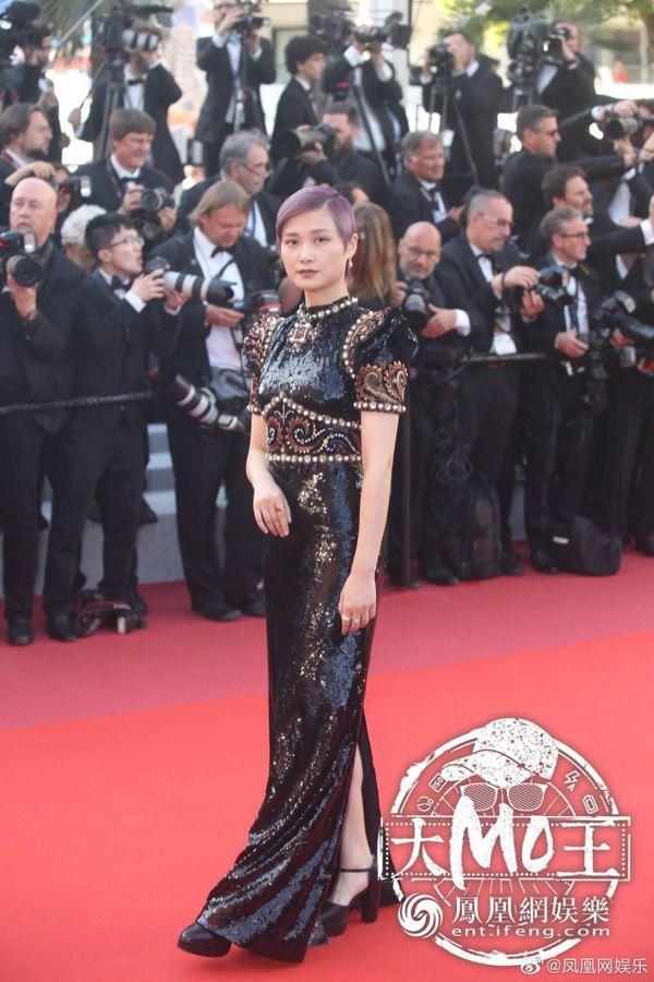 Thảm đỏ 'LHP Cannes 2019' ngày 3: Chompoo Araya đơn giản mà vẫn kiêu sa, Lý Vũ Xuân bất ngờ hóa quý cô sang trọng Ảnh 10