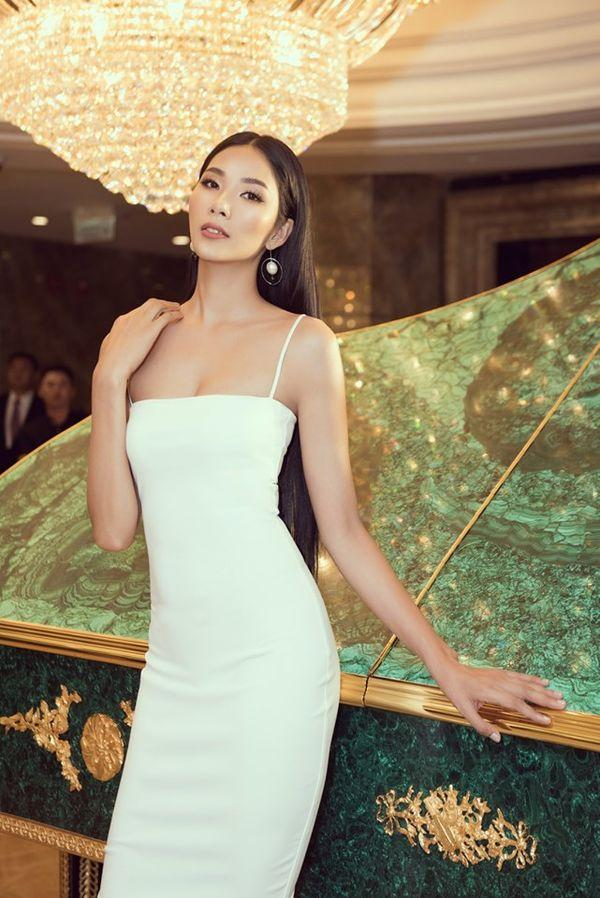 Hoàng Thùy bung lụa với váy trắng bó sát khoe đường cong đẹp 'ná thở' Ảnh 3