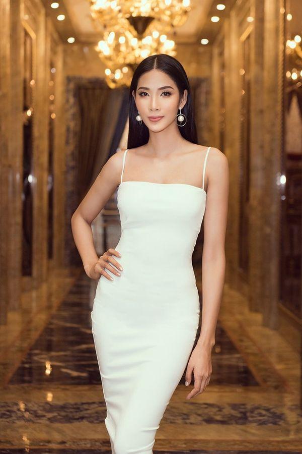 Hoàng Thùy bung lụa với váy trắng bó sát khoe đường cong đẹp 'ná thở' Ảnh 1