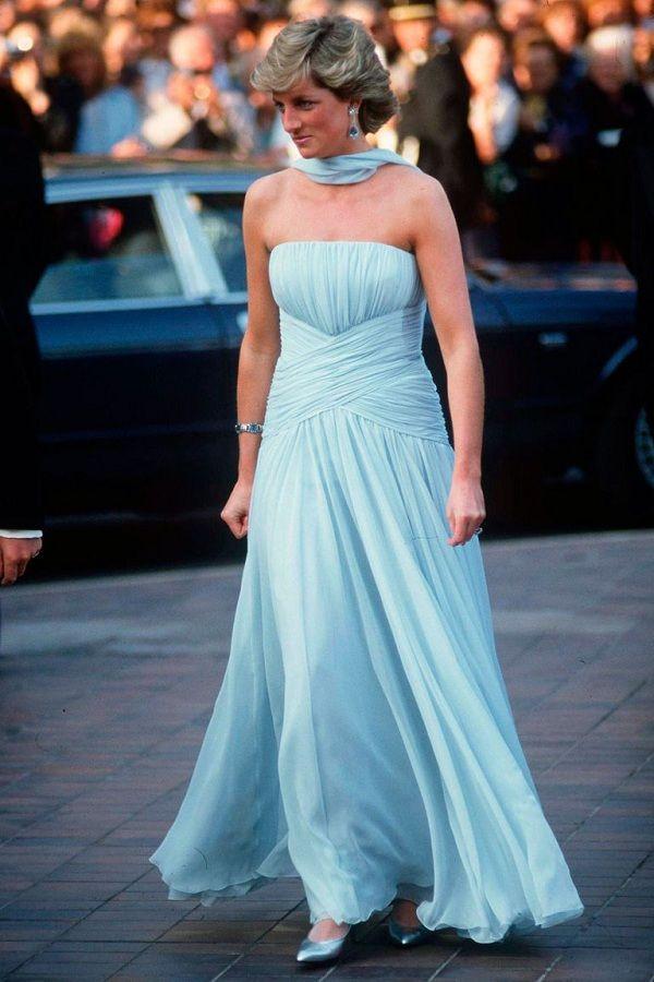 Chiếc đầm của công nương Diana tại Cannes cách đây hơn 30 năm bỗng hot chưa từng thấy Ảnh 4
