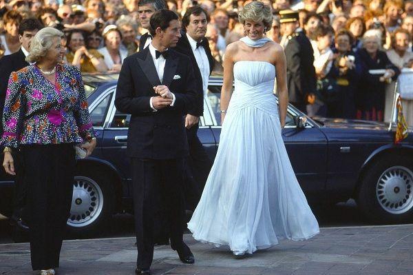 Chiếc đầm của công nương Diana tại Cannes cách đây hơn 30 năm bỗng hot chưa từng thấy Ảnh 3