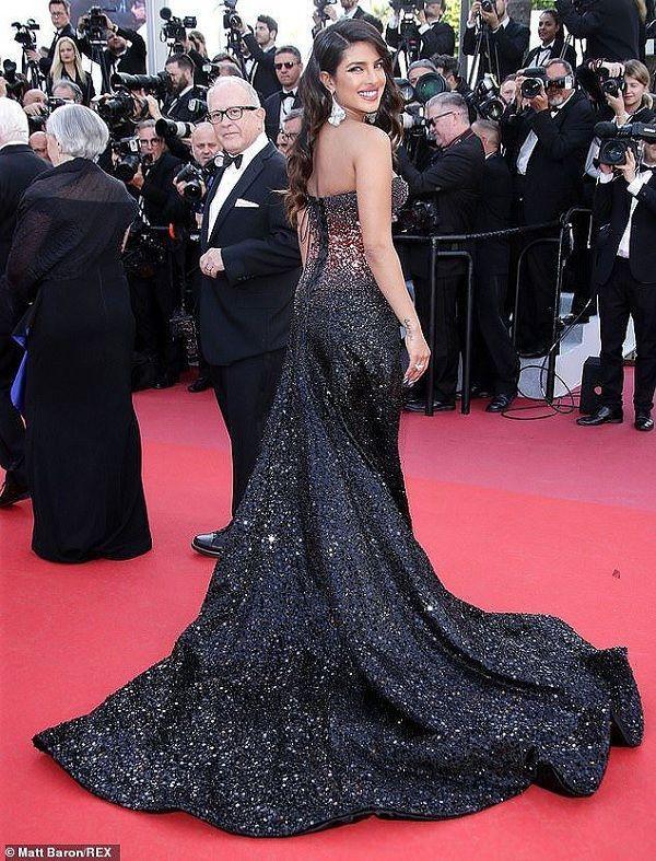 Chiếc đầm của công nương Diana tại Cannes cách đây hơn 30 năm bỗng hot chưa từng thấy Ảnh 1