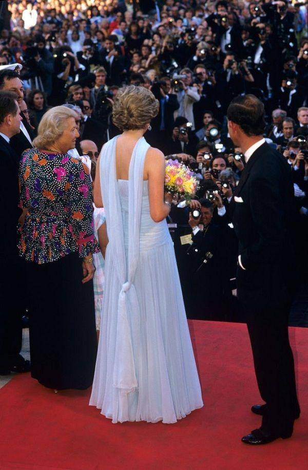 Chiếc đầm của công nương Diana tại Cannes cách đây hơn 30 năm bỗng hot chưa từng thấy Ảnh 8