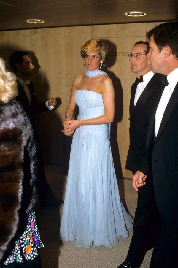 Chiếc đầm của công nương Diana tại Cannes cách đây hơn 30 năm bỗng hot chưa từng thấy Ảnh 7