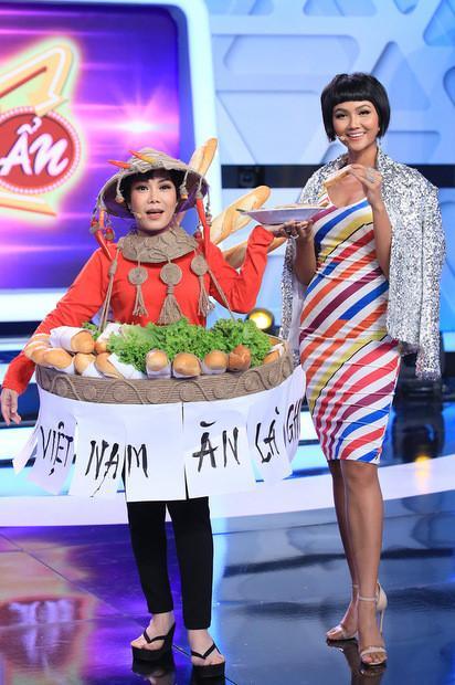 Việt Hương hiện trang phục bánh mì, hóa 'H'Hen Niê phiên bản lỗi' nhí nhảnh trên truyền hình Ảnh 2