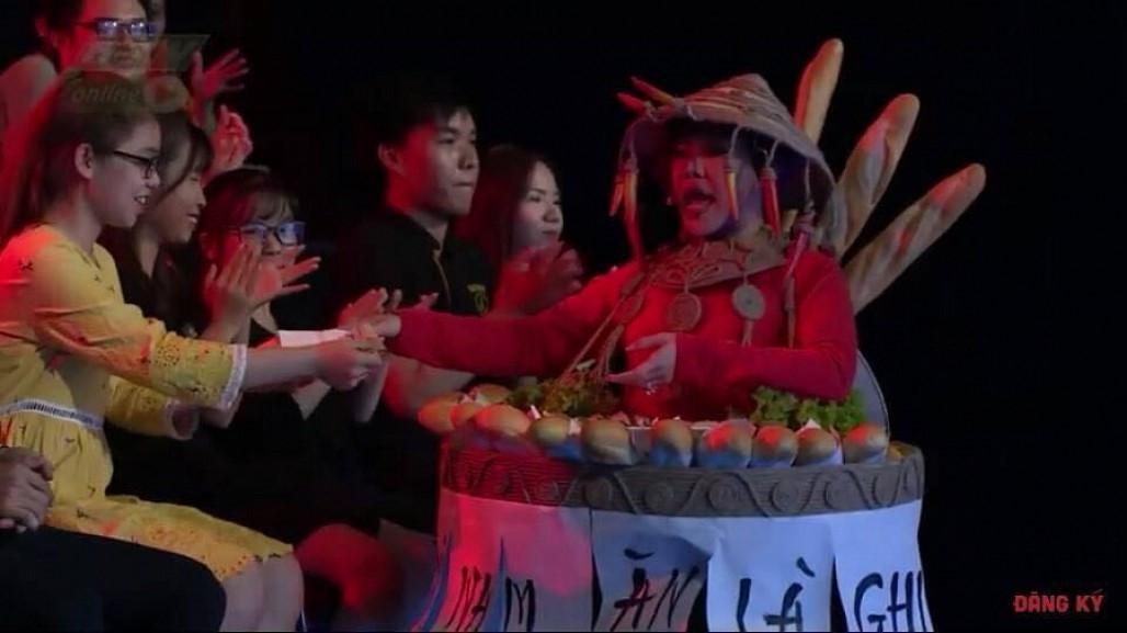 Việt Hương hiện trang phục bánh mì, hóa 'H'Hen Niê phiên bản lỗi' nhí nhảnh trên truyền hình Ảnh 5