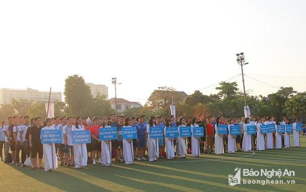300 vận động viên tham gia Giải bóng đá Đoàn viên thanh niên Thành Vinh lần thứ V Ảnh 1