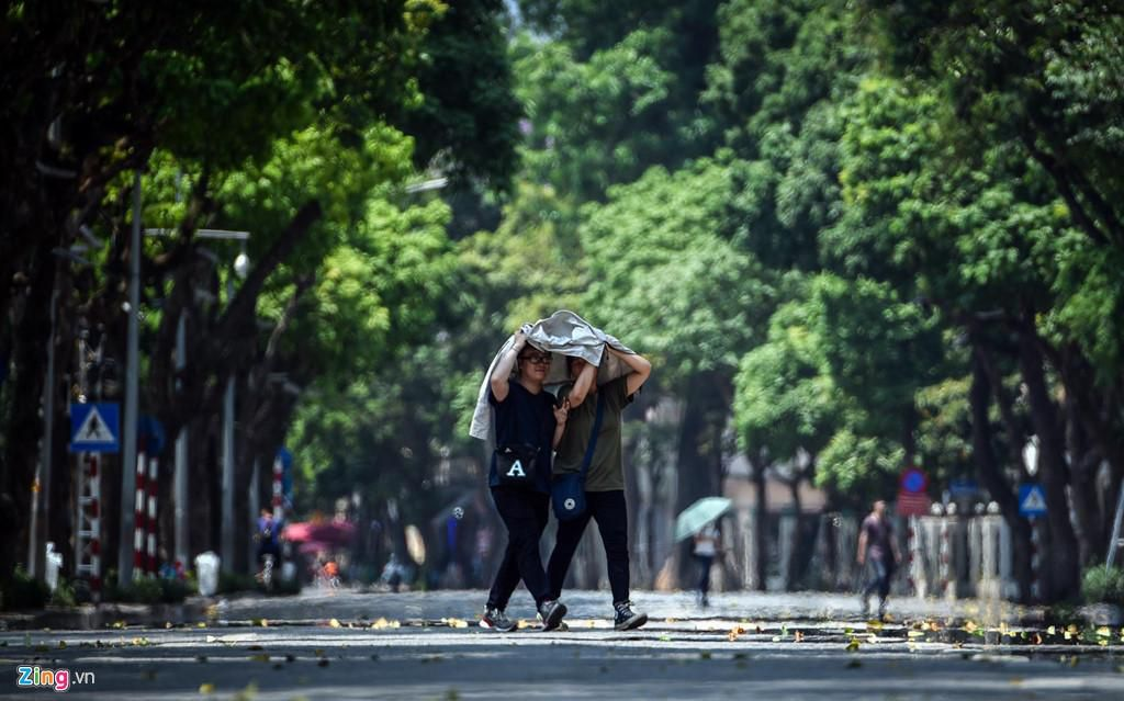 Những tuyến phố chống oi bức ngày nóng 40 độ C ở Hà Nội Ảnh 7