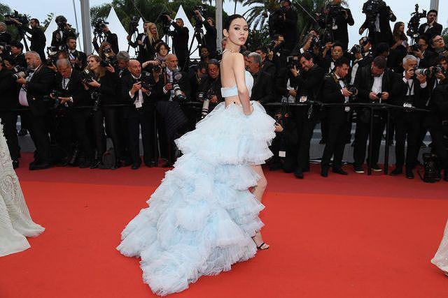 Bạn gái con trai 'vua sòng bạc Macau' khoe ngực đầy, eo thon trên thảm đỏ Cannes Ảnh 1
