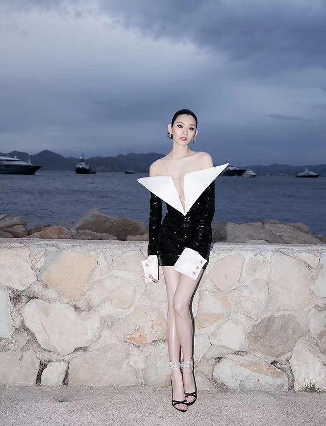 Bạn gái con trai 'vua sòng bạc Macau' khoe ngực đầy, eo thon trên thảm đỏ Cannes Ảnh 9