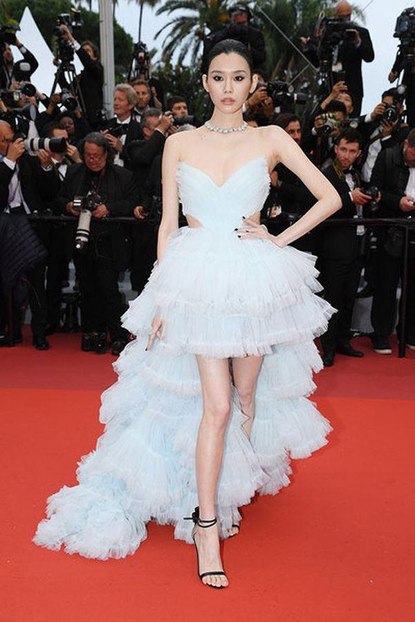Bạn gái con trai 'vua sòng bạc Macau' khoe ngực đầy, eo thon trên thảm đỏ Cannes Ảnh 2