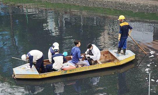 Chuyên gia vẫn hoài nghi về công nghệ xử lý ô nhiễm sông Tô Lịch Ảnh 1