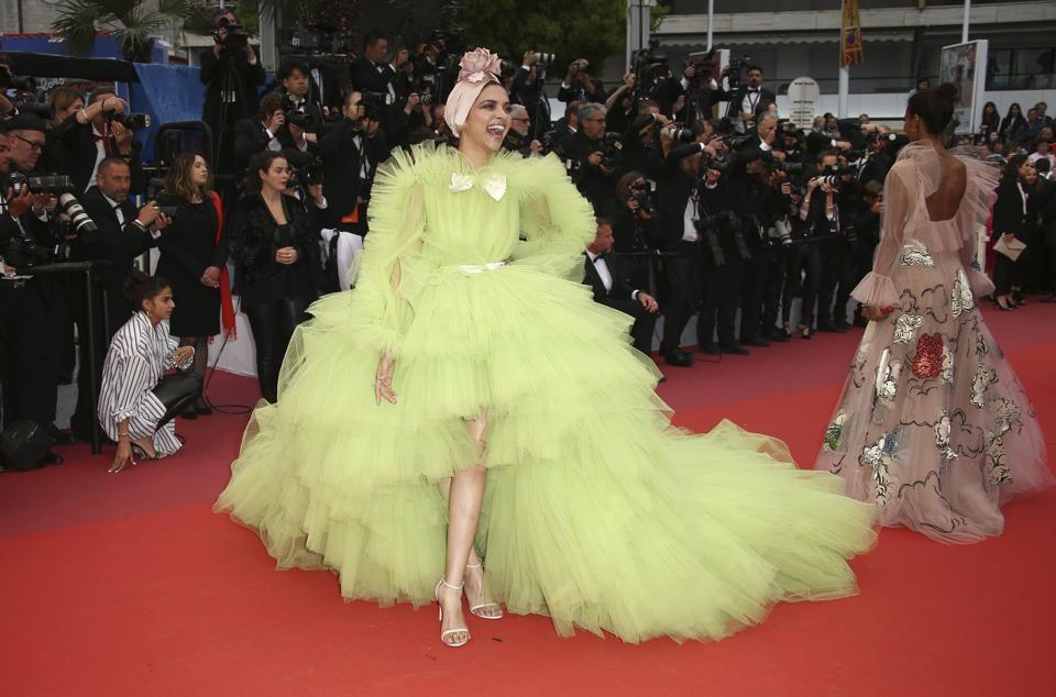 Những bộ váy cồng kềnh nhất thảm đỏ Cannes 2019 Ảnh 5