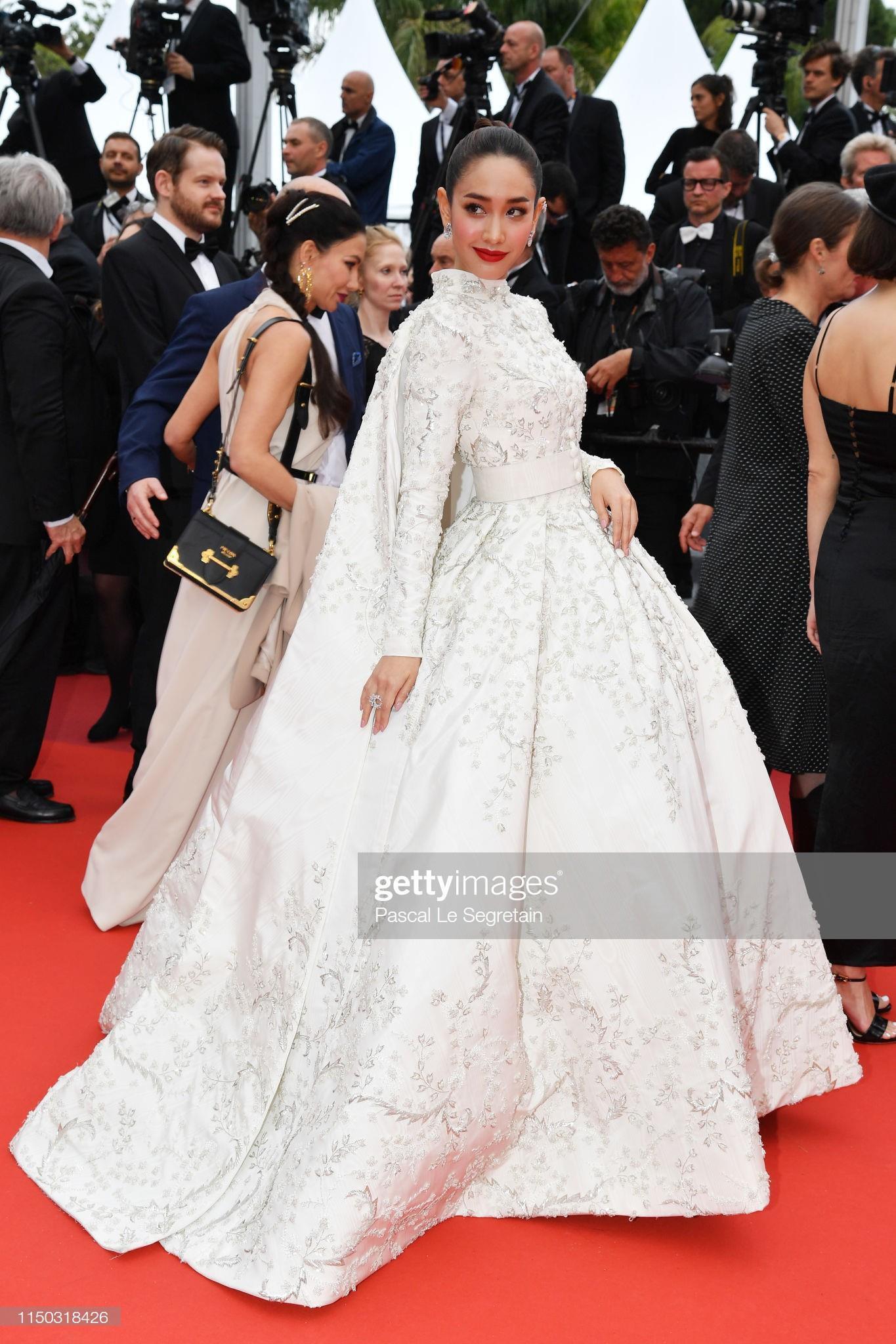 Những bộ váy cồng kềnh nhất thảm đỏ Cannes 2019 Ảnh 9