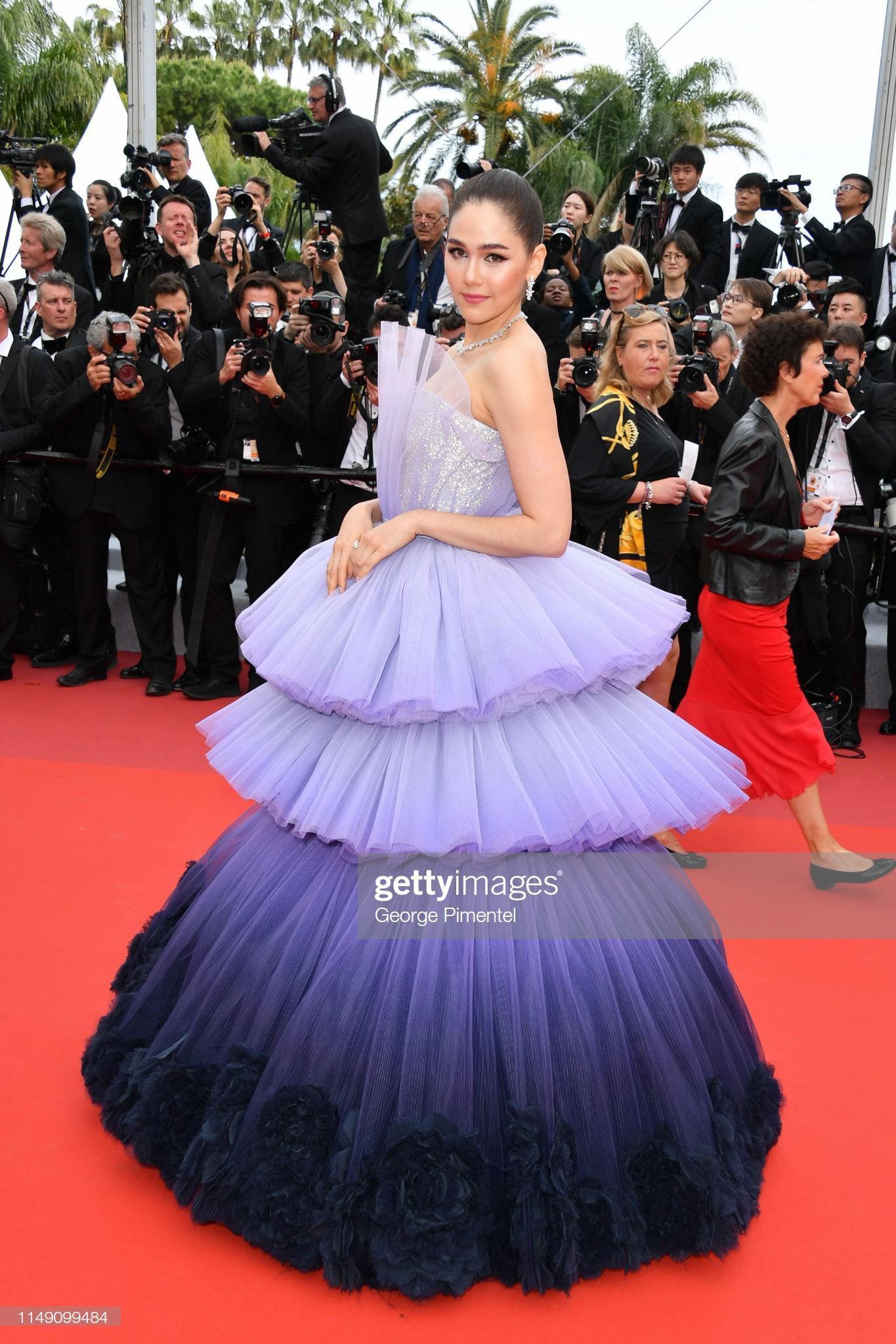 Những bộ váy cồng kềnh nhất thảm đỏ Cannes 2019 Ảnh 2
