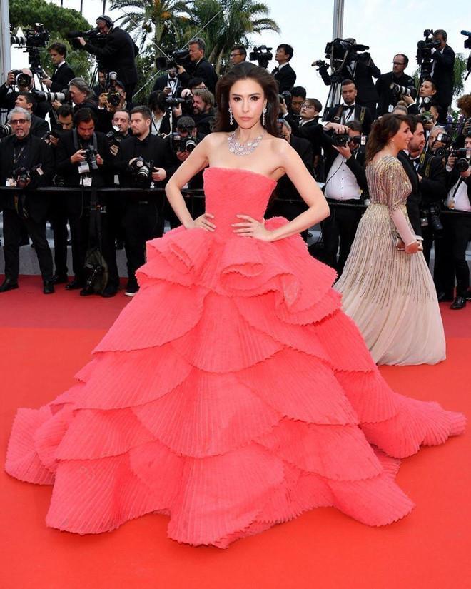 Những bộ váy cồng kềnh nhất thảm đỏ Cannes 2019 Ảnh 3