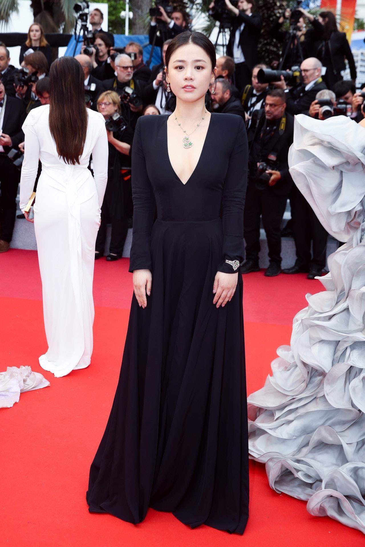 Sao nữ Trung Quốc bị chê bóp eo, nâng ngực quá đà trong ảnh ở Cannes Ảnh 6