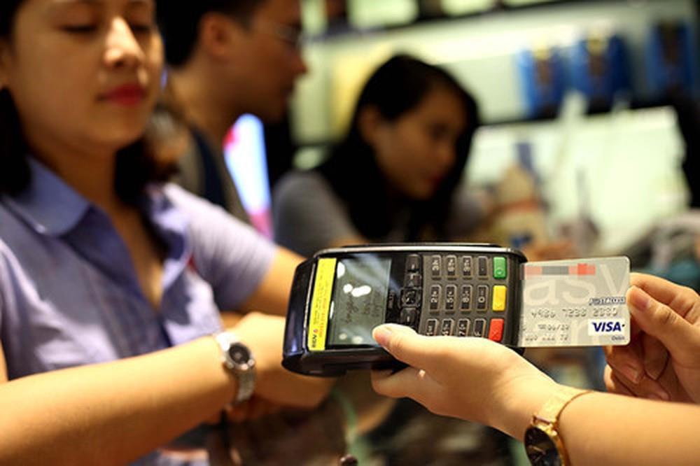 Khách hốt hoảng với lãi suất bất thường khi nợ thẻ tín dụng Ảnh 2