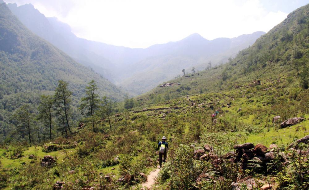 Xem dân văn phòng chinh phục đỉnh Ky Quan San ở độ cao 3046m Ảnh 7