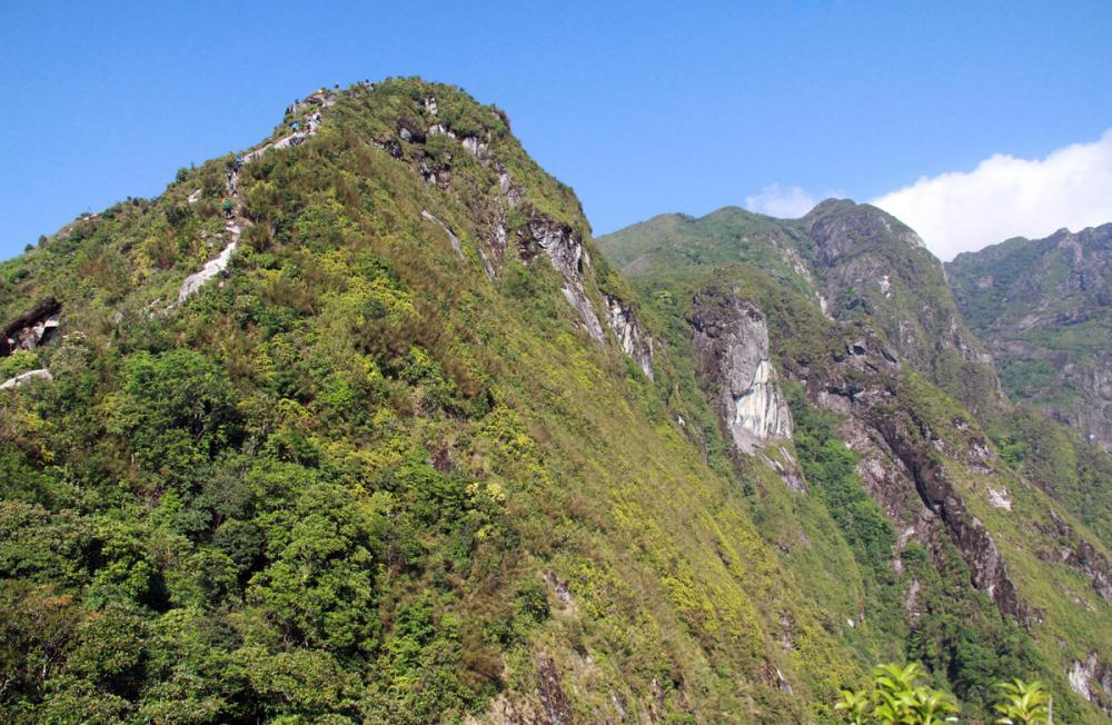 Xem dân văn phòng chinh phục đỉnh Ky Quan San ở độ cao 3046m Ảnh 12