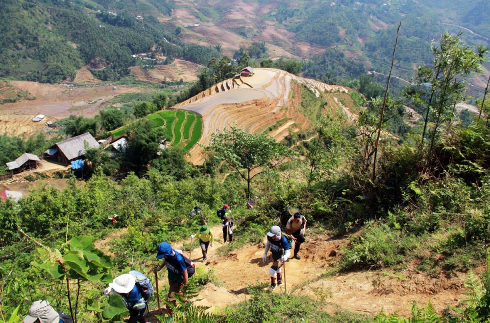 Xem dân văn phòng chinh phục đỉnh Ky Quan San ở độ cao 3046m Ảnh 5