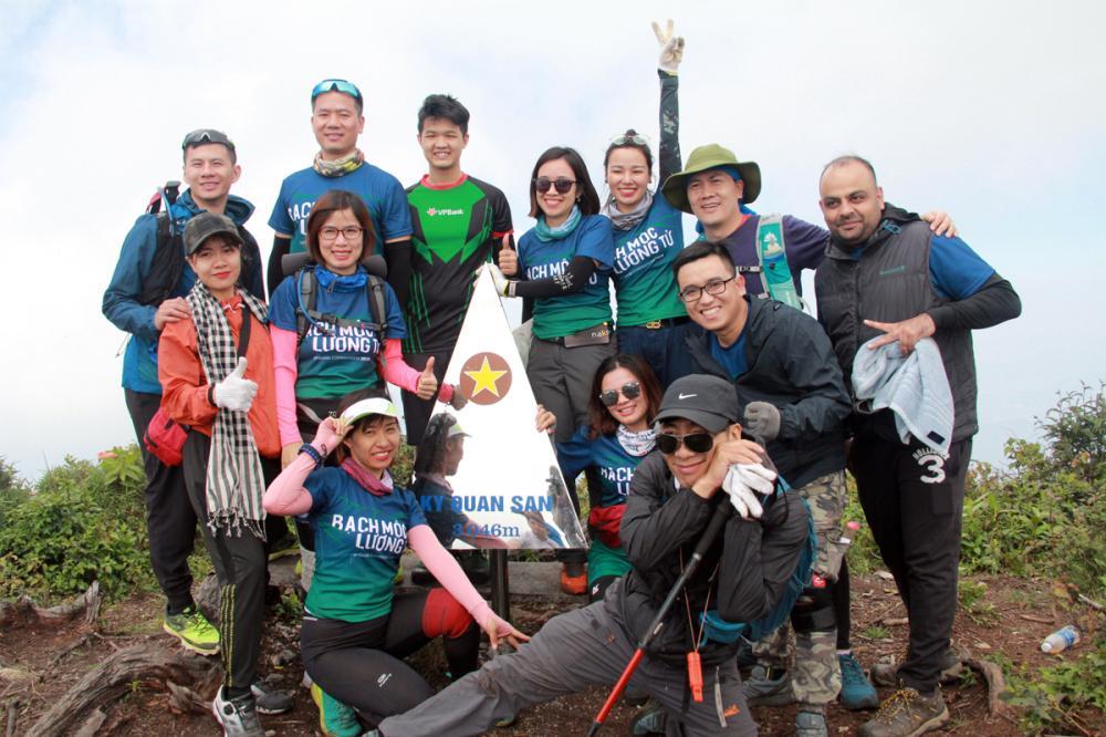 Xem dân văn phòng chinh phục đỉnh Ky Quan San ở độ cao 3046m Ảnh 14