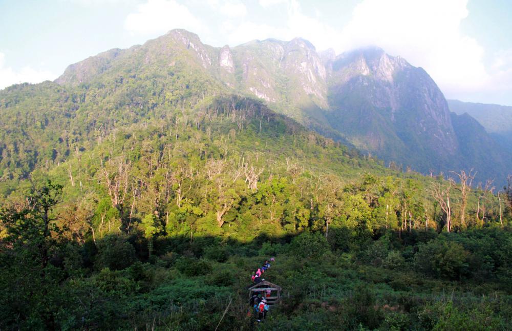 Xem dân văn phòng chinh phục đỉnh Ky Quan San ở độ cao 3046m Ảnh 11