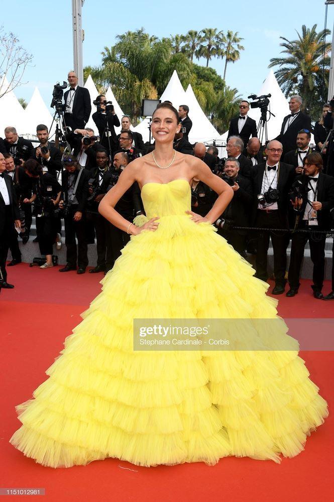 'Chân dài' Brazil bị nghi cố tình lộ ngực, gây chú ý trên thảm đỏ Cannes Ảnh 4