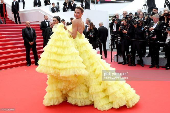 'Chân dài' Brazil bị nghi cố tình lộ ngực, gây chú ý trên thảm đỏ Cannes Ảnh 3