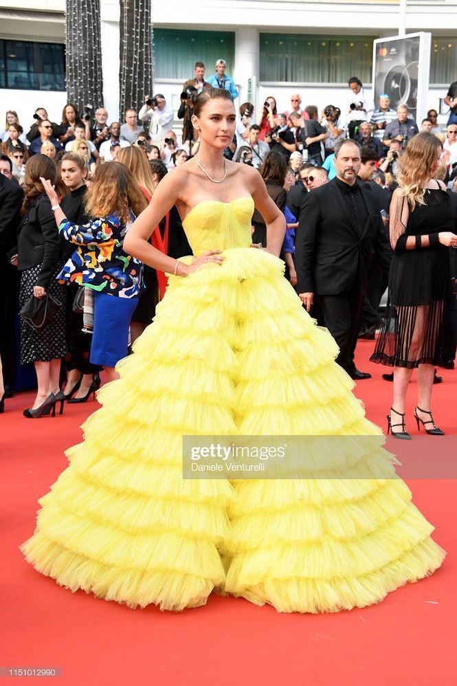 'Chân dài' Brazil bị nghi cố tình lộ ngực, gây chú ý trên thảm đỏ Cannes Ảnh 2