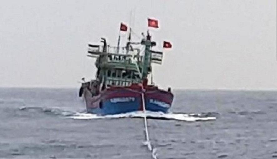 Nghệ An: 17 thuyền viên gặp nạn trên biển được cứu nạn kịp thời Ảnh 1