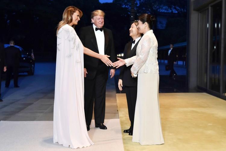 Đệ nhất phu nhân Mỹ diện váy 4.500 USD dự tiệc ở hoàng cung Nhật Bản Ảnh 1