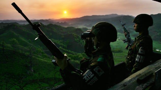 Nhiếp ảnh gia Hàn Quốc và 20 năm chụp nơi nguy hiểm bậc nhất thế giới Ảnh 10