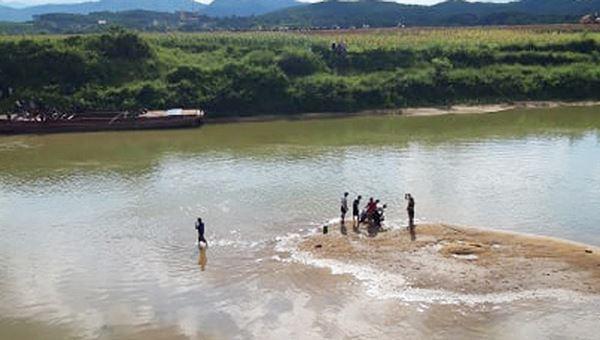Cứu nhóm bạn đuối nước, người đàn ông tử nạn Ảnh 1