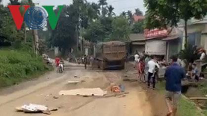 Xe máy bị cuốn vào gầm xe tải, một công nhân tử vong Ảnh 1