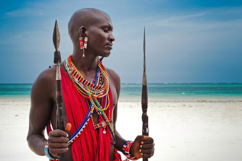 Kỳ lạ nơi ai cũng thay đổi diện mạo bằng cạo trọc đầu, kéo dài tai Ảnh 2
