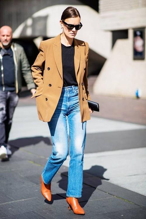 10 cách mặc sành điệu với kiểu áo ai cũng có Ảnh 8