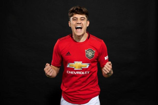 CHÍNH THỨC! Tân binh đầu tiên ra mắt Man United Ảnh 2