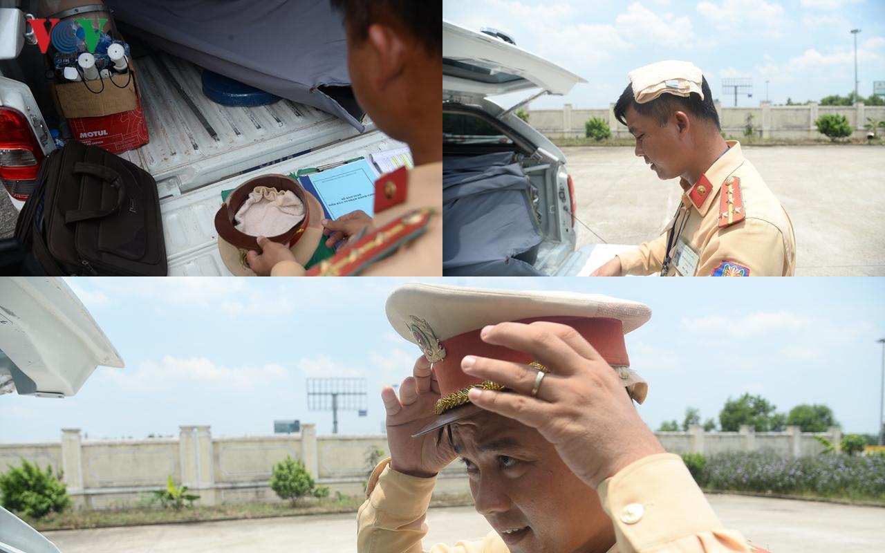 CSGT Hà Nội vất vả điều tiết giao thông giữa nắng nóng như thiêu đốt Ảnh 11