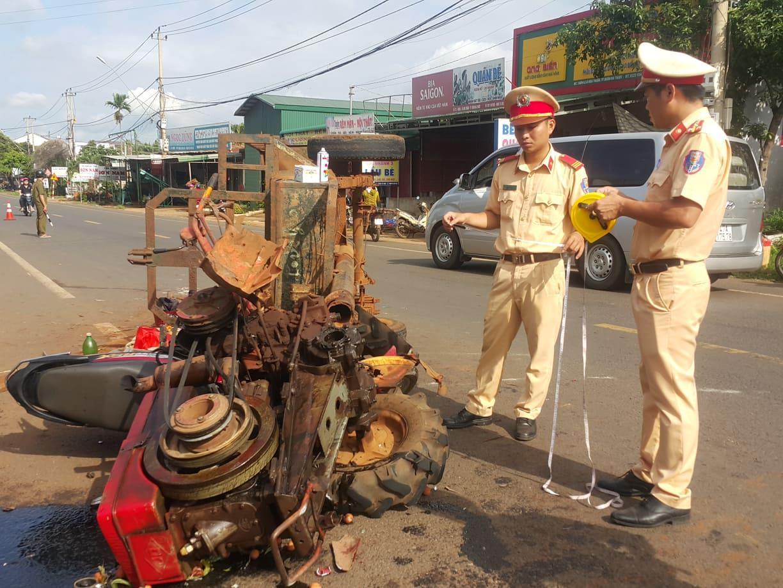 Xe máy cày và xe máy đối đầu kinh hoàng 10 người bị thương Ảnh 1