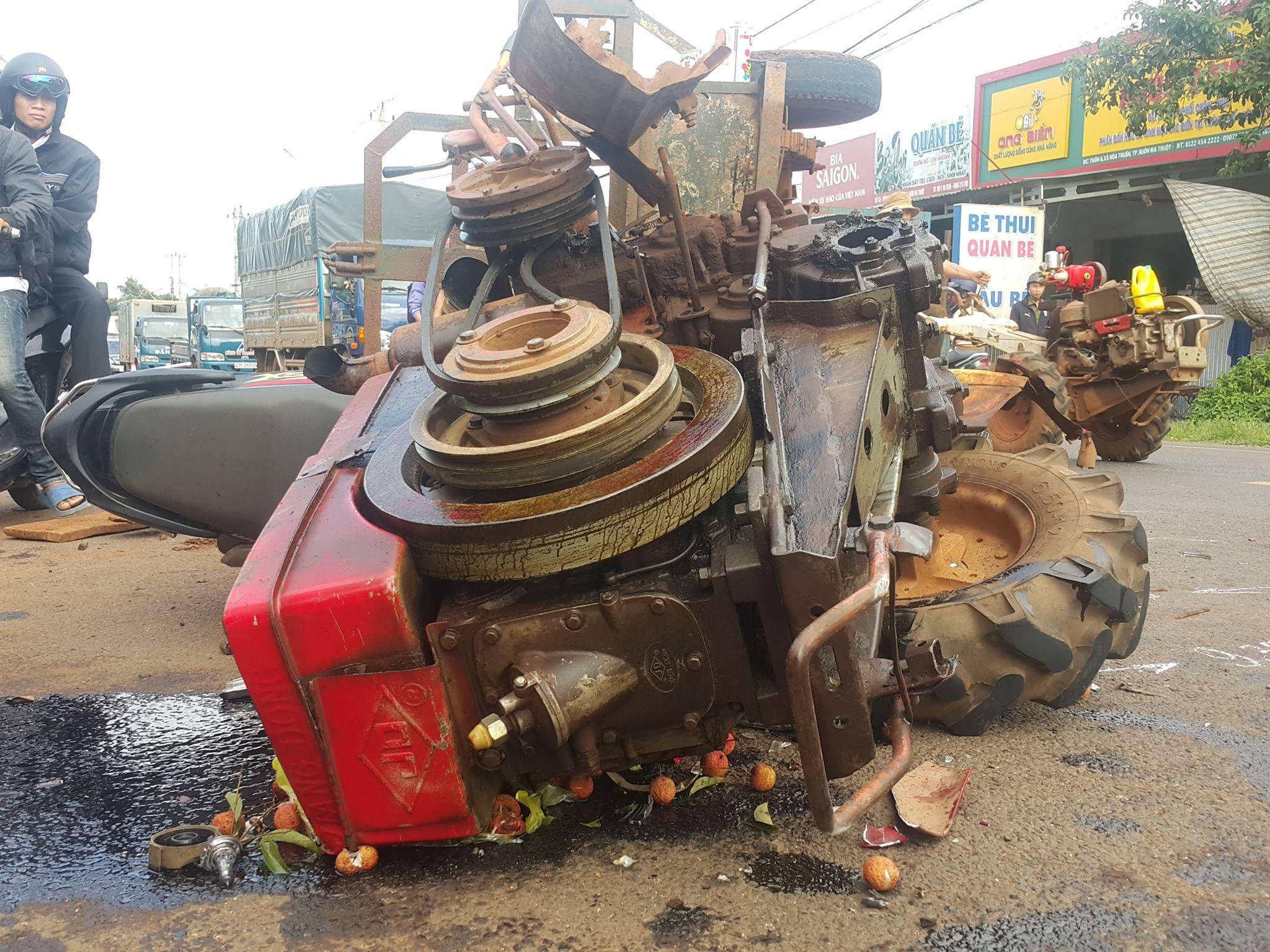 Xe máy cày và xe máy đối đầu kinh hoàng 10 người bị thương Ảnh 2