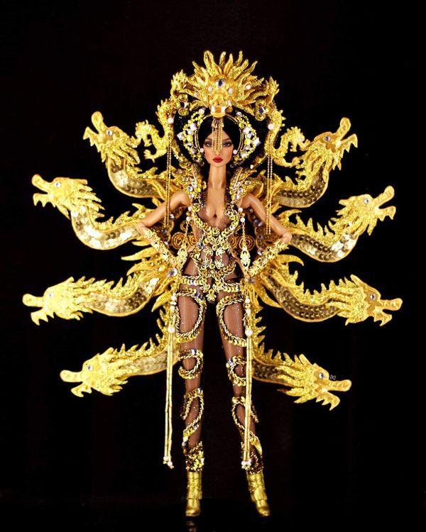 'Mắt tròn mắt dẹt' với mẫu National Costume 'chín rồng' phiên bản búp bê y như thật Ảnh 3