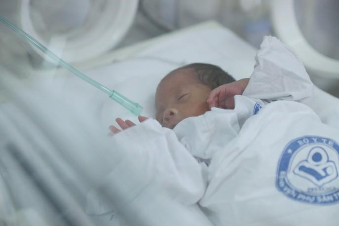 Trào nước mắt khoảng khắc người mẹ ung thư vú lần đầu ôm con vào lòng Ảnh 2