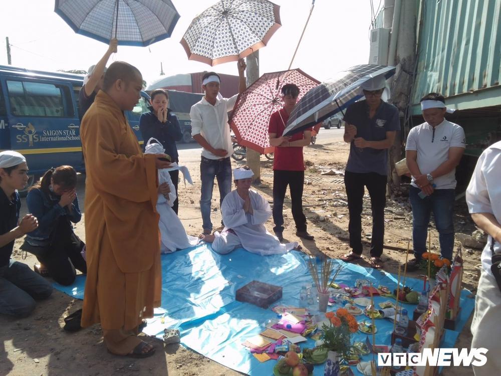 Xe container tông chết 5 người ở Tây Ninh: Xót xa 4 quan tài cạnh nhau sau chuyến xe định mệnh Ảnh 3